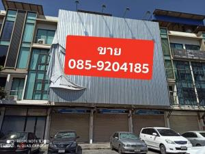 For SaleShophouseRamkhamhaeng,Min Buri, Romklao : Commercial building for sale, 4 floors, 3 booths, 21.8 sq m each, total 65.4 sq m. Location is an angel, only 30 meters from the Min Phatthana MRT Orange Line Station.
