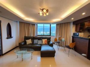 For RentCondoChiang Mai : Lanna style condo for Rent .Nakornping City View. Near CMU.
