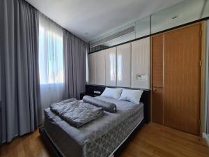 เช่าคอนโดสุขุมวิท อโศก ทองหล่อ : For rent ! คอนโด Millennium residence Tower A ชั้นสูง 22 floor size 146 sq.m 3bed 3bath Rentalrate: 90,000 /month
