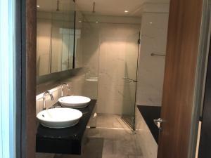 For RentCondoSukhumvit, Asoke, Thonglor : For rent, the lakes sukhumvit 16, high floor, big room