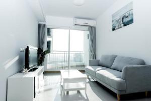 For RentCondoWongwianyai, Charoennakor : 1786-M😊 For RENT 1 bedroom for rent 🚄 Near BTS Krung Thonburi only 7 minutes 🏢 Supalai River Resort Charoennakorn Supalai River Resort 🔔 Area: 53.00 sq m. Rent: 18,000.- baht 📞099-5919653✅ LineID: @sureresidence