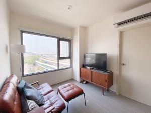 For SaleCondoThaphra, Wutthakat : Aspire Sathorn-Ratchapruek, 7th floor, corner unit, 2 bedrooms, fully furnished, decorated in retro-minimalist style