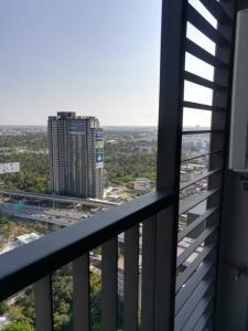 For RentCondoThaphra, Wutthakat : Urgent for rent, The President Sathorn Ratchaphruek, Phase 3, size 34.5 sq m, price 12000 baht.