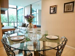 For RentCondoSukhumvit, Asoke, Thonglor : For Rent: The Room Sukhumvit21 1 bedroom 54sq.m. Pool and Garden View 36,000 Bath / Month Tel. 065-989-9065