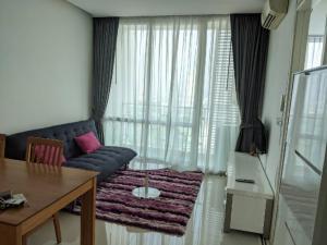 For RentCondoRama9, RCA, Petchaburi : T.C. Green Rama 9 1 bedroom corner room, teak furniture. Modern style, please look at the illustration.