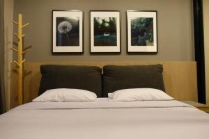 เช่าคอนโดพระราม 9 เพชรบุรีตัดใหม่ : ให้เช่า Life Asoke 1 Bed ห้องสวย ชั้นสูง วิวสระ เครื่องใช้ไฟฟ้าครบพร้อมอยู่ 095-249-7892 / 082-459-4297