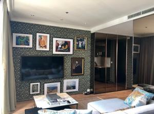 For RentCondoWitthayu,Ploenchit  ,Langsuan : Noble Ploenchit, Big size of Penthouse 3 bed 3 bath, Size 178 sqm. Fully Furnished 180,000 baht.