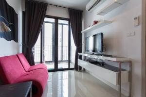 For SaleCondoRatchadapisek, Huaikwang, Suttisan : For sale with tenant at Ideo ratchada-huaykwang 1 Bedroom 1 Bathroom 4,100,000THB All Inclusive (Negotiate) fully furnished Code K-0064