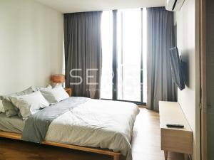 For RentCondoSukhumvit, Asoke, Thonglor : Good View & Good Deal at PARK 24 : Combined 2 Bed 2 Bath Garden view Close to BTS Phrom Phong