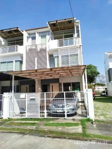 For RentTownhousePattanakan, Srinakarin : Townhome for rent new house Rama 9 Srinakarin 21 sq.w. near Airport Link Baan Thap Chang 3 bedrooms.