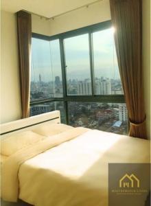 For RentCondoRatchadapisek, Huaikwang, Suttisan : AE64019 Condo for rent, QUINN Ratchada 17, corner room, area 35 sqm, 1 bedroom, 1 bath, 19th floor, beautiful view, near MRT Sutthisan.