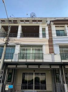 For RentTownhouseThaphra, Wutthakat : For rent! 3-storey townhouse, Baan Klang Muang, Sathorn - Taksin 1, size 20 square meters, 3 bedrooms, 3 bathrooms, located near BTS Wutthakat station.