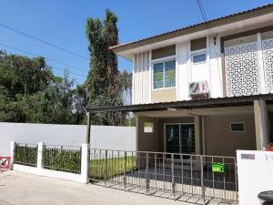 For SaleTownhouseRangsit, Patumtani : New townhome for sale, corner back 2 floors, area 33.3 square meters, usable area 129 square meters, 4 bedrooms, 3 bathrooms, private garden next to the house, wide land, not next to anyone.