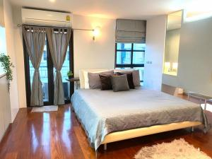 เช่าคอนโดสีลม ศาลาแดง บางรัก : ✅ ให้เช่า Silom Terrace ใกล้ BTS ขนาด 149 ตรม พร้อมเฟอร์และเครื่องใช้ไฟฟ้า ✅