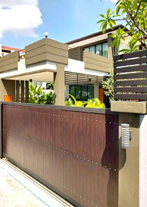 For RentHouseSukhumvit, Asoke, Thonglor : Sell / rent 2 storey house in Sukhumvit 71 with private pool.