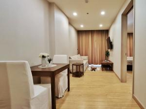 For RentCondoPattaya, Bangsaen, Chonburi : Condo for rent, Infinity One, Grade AAA Condo, next to Central Chonburi, luxury condo, ready to move in, fully furnished, can carry your bag and move in.