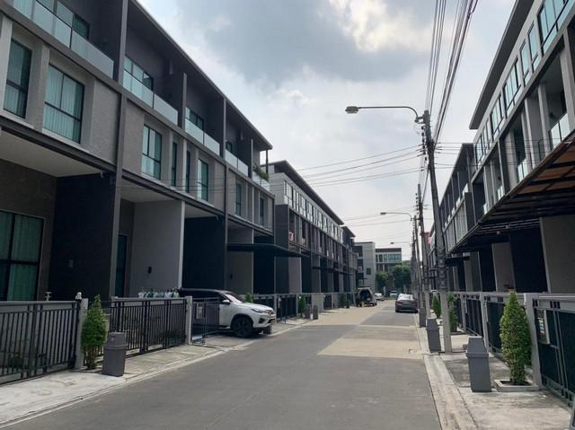 เช่าทาวน์เฮ้าส์/ทาวน์โฮมวิภาวดี ดอนเมือง หลักสี่ : ให้เช่าทาวน์โฮม 3.5ชั้น บ้านกลางเมืองวิภาวดี64 ใกล้ดอนเมือง บ้านใหม่ ไม่เคยอยู่