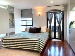 For RentCondoSilom, Saladaeng, Bangrak : For rent, Silom Terrace has furniture ready for living