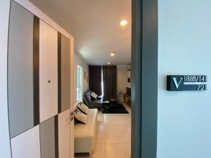 For RentCondoBangna, Lasalle, Bearing : Project: Voque Place Sukhumvit 107 (For rent) Rent Price: 9,500/month Room Type: 2 bedrooms 1 bathroom 1 kitchen Room size: 47.60 sq.m. Floor: 7th
