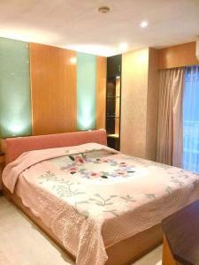 For RentCondoSilom, Saladaeng, Bangrak : For rent: The GREEN POINT SILOM Condo near BTS Saladaeng 2 bedrooms 1 bathroom (with bathtub)