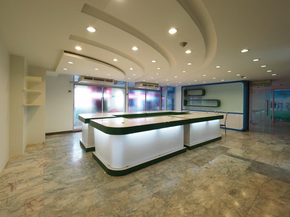 For RentOfficeSilom, Saladaeng, Bangrak : 1923-A (AT) 😊 For RENT Office for rent ITF Silom Palace Silom 🚄 Near BTS Chong Nonsi (250 m.) 🏢 ITF Silom Palace ITF Silon Palace Area: 43.03 sq.m. 💲 Rent: 35,000 .- Baht 📞: 099-5919653✅LineID: @sureresidence