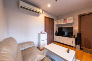 For SaleCondoOnnut, Udomsuk : M2511-Condo for sale and rent, The Base Sukhumvit 77, near BTS On Nut station, fully furnished and electric. There is a washing machine. Ready to move in ++