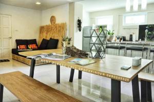 For RentTownhouseSukhumvit, Asoke, Thonglor : 3 Bedrooms Townhome For Rent/Sale In Ekkamai Area