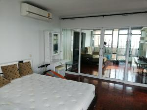 For RentCondoChengwatana, Muangthong : Condo for rent Riviera Up Muang Thong Thani 2 bedrooms, 2 bathrooms, fully furnished, ready to move in ** beautiful lake view