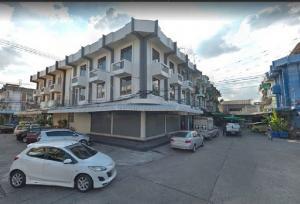 For RentShophouseKasetsart, Ratchayothin : RP101 for rent, 3-storey commercial building, 2 booths, corner room, width 12 meters, depth 8 meters, 6 bedrooms, 5 bathrooms, near the community, Amon Phan Market 9, Senanikom district.
