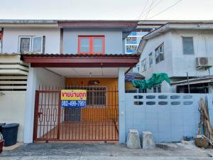 For SaleTownhouseSamrong, Samut Prakan : TC-9051 2 storey townhouse for sale, Thippawan village Convenient transportation, close to St. Joseph Assumption School and the train station in front of the village.