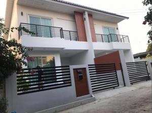 For RentHouseKasetsart, Ratchayothin : Rent a new 2-storey house near Major Department Store / Central Department Store, Soi Ratchada 42