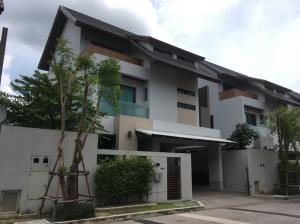 For RentHouseYothinpattana,CDC : House for rent Private Nirvana Residence 3-storey project, usable area of 340 square meters, 3 bedrooms, 4 bathrooms, and parking for 2 cars.