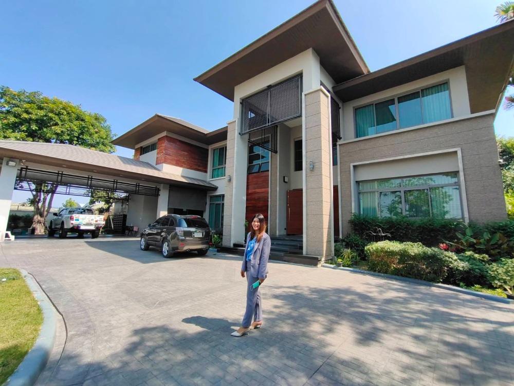 For SaleHousePattanakan, Srinakarin : Urgent sale, 2-storey detached house, luxury, built-in swimming pool, area 495 sq m, fully furnished, Chaloem Phra Kiat Rama 9 Road, near Suan Luang Rama IX, selling price 65 million baht.