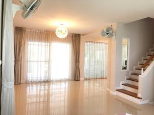 เช่าบ้านพัฒนาการ ศรีนครินทร์ : บ้านหรู ให้เช่า ราคาเพียง 40,000 บ้าน พร้อมเฟอร์นิเจอร์ครบครัน 095-929-5613