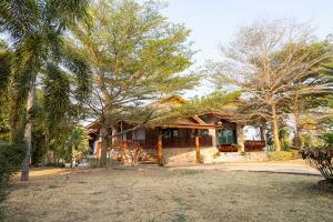 For SaleHousePhetchabun : Land for sale 4 rai +3 houses, Na Chaliang , Nong Phai , Phetchabun.