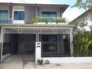 For RentTownhousePattanakan, Srinakarin : Beautiful house for rent, development area, back corner, fully furnished, ready to move in / @line chuenjit.j