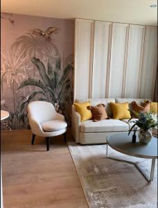 For RentCondoSukhumvit, Asoke, Thonglor : ++ Urgent rental +++ Noble Recole Asoke Sukhumvit19 * 1 bedroom, size 75 sq m, fully furnished, ready to move in.