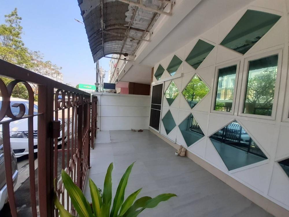 ขายทาวน์เฮ้าส์/ทาวน์โฮมบางนา แบริ่ง : ขายถูกมากทาวน์โฮม 4 ชั้น 21.5 ตารางวา (ลาซาล) ใหญ่มากกก 5 ห้องนอน