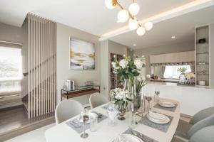 For RentHouseBangna, Lasalle, Bearing : Luxury house for rent, Manthana Village, Bangna Km.7
