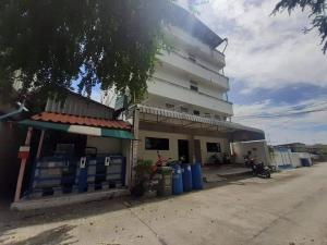 ขายขายเซ้งกิจการ (โรงแรม หอพัก อพาร์ตเมนต์)บางนา แบริ่ง : ขายด่วนอพาร์ทเม้นท์ 4 ชั้น 63 ตารางวา ตรงข้ามเมกะบางนา