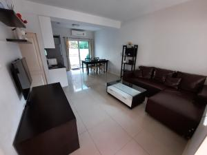For RentTownhouseRama9, RCA, Petchaburi : (ปล่อยเช่าแล้ว) - ให้เช่าทาวน์โฮม บ้านใหม่ พระราม 9 – ศรีนครินทร์ 3 ห้องนอน 3 ห้องน้ำ 3ชั้น 21ตารางวา 135ตารางเมตร ใกล้ทางด่วน พระราม 9 ราคาพิเศษเพียง 21,000บาท/เดือน เฟอร์นิเจอร์ครบพร้อมเข้าอยู่ รหัส P-00392