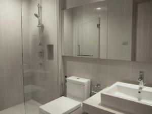 For RentCondoNana, North Nana,Sukhumvit13, Soi Nana : 1942 (AT) -A😊 For RENT 3 bedroom for rent 🚄 Next to BTS Nana 🏢 Hyde Sukhumvit 13 Hyde Sukhumvit 13 Area: 126.87 sq m. 💲 Rent: 100,000.- Baht 📞099-5919653✅LineID: @ sureresidence