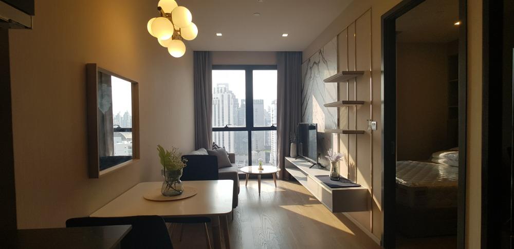 For RentCondoSukhumvit, Asoke, Thonglor : 1950 (AT) -A😊 For RENT 1 bedroom for rent 🚄 Near MRT Sukhumvit (20 m.) 🏢 Ashton Asoke Ashton Asoke 🔔 Area: 30.50 sq.m. 💲 Rent: 35,000.- baht 📞099- 5919653✅LineID: @sureresidence