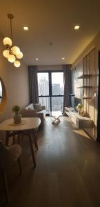 For RentCondoSukhumvit, Asoke, Thonglor : 1951 (AT) -A😊 For RENT 1 bedroom for rent 🚄 Near MRT Sukhumvit (20 m.) 🏢 Ashton Asoke Ashton Asoke: Area: 30.50 sq.m. 💲 Rent: 35,000.- baht 📞099- 5919653✅LineID: @sureresidence