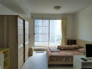 For RentCondoWongwianyai, Charoennakor : Condo for rent, Supalai River Place, high rise condominium, Chao Phraya River view, size 35 square meters.