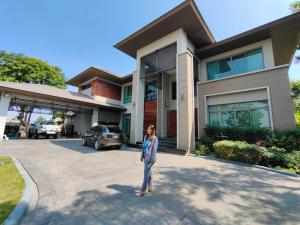 For RentHousePattanakan, Srinakarin : Quick rent, luxury 2-storey detached house with built-in swimming pool, area 495 sq m, fully furnished, Chaloem Phra Kiat Rama 9 Road, near Suan Luang Rama IX, selling price 65 million baht.