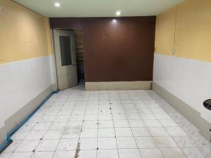 For RentShophouseSathorn, Narathiwat : Commercial building for rent, 1st and 2nd floor, located in Soi Narathiwat Ratchanakarin 14 or Chan 16 (Soi Worarat Shopping Center)