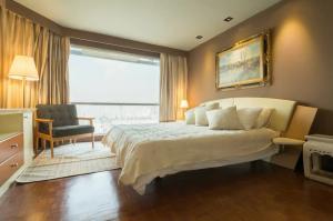 For RentCondoNana, North Nana,Sukhumvit13, Soi Nana : newly renovated 2 BR condominium - 600m from BTS Nana