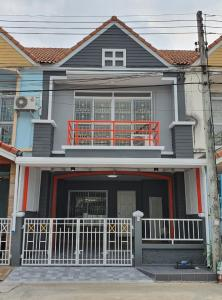 For RentTownhouseRangsit, Patumtani : Townhouse for rent, Uthong Place 5, Soi Peernon, Lamlukka, Klong 3, near the green train, Khukhot, main road, 17.5 square wa. 3 bedrooms, 2 bathrooms.