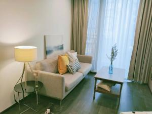 For RentCondoRama9, RCA, Petchaburi : The line Asoke Ratchada Price is very wow 29,000 baht, 2 bedrooms, 1 bathroom, size 52 sq m, furniture, ready to move in. You can make an appointment to see the room.